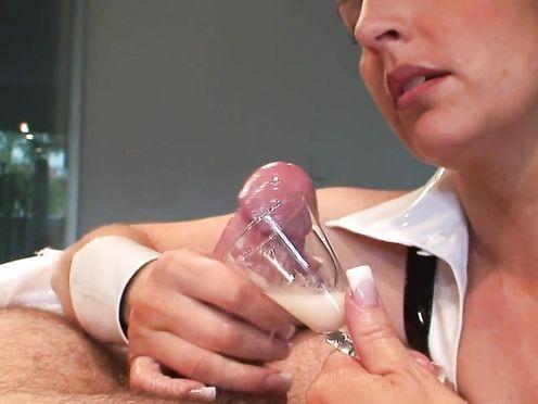 Медсестра собирает сперму для женского организма