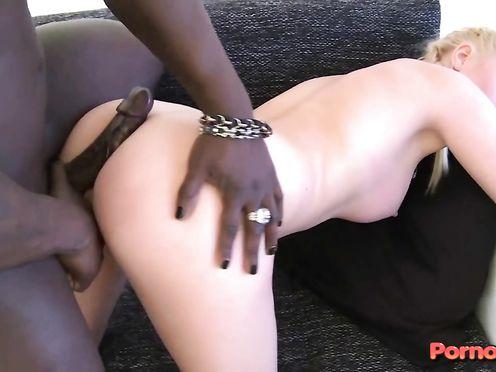 Негр с большим пенисом ебёт прелестную блондинку