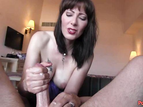 Жена дрочит мужу хуй до появления спермы