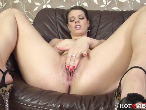 Видео сквирт молодой женщине в высоком качестве HD