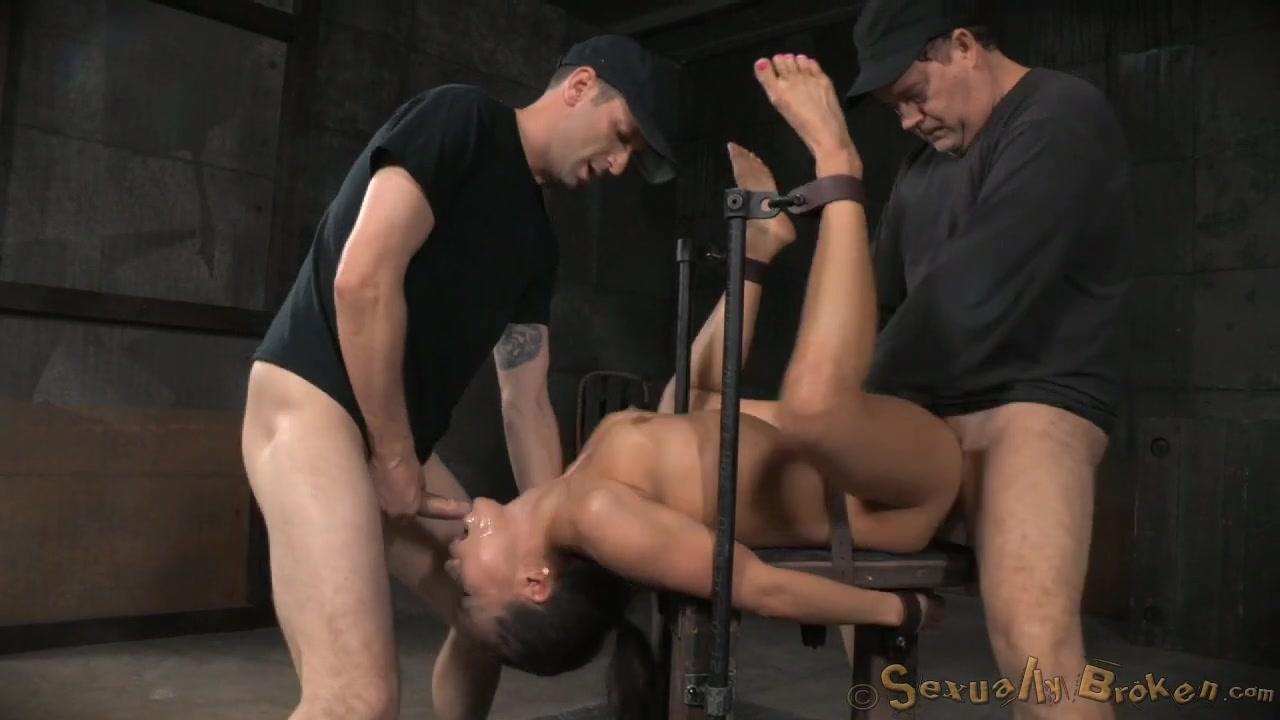 Секс видео ебут связанную порно