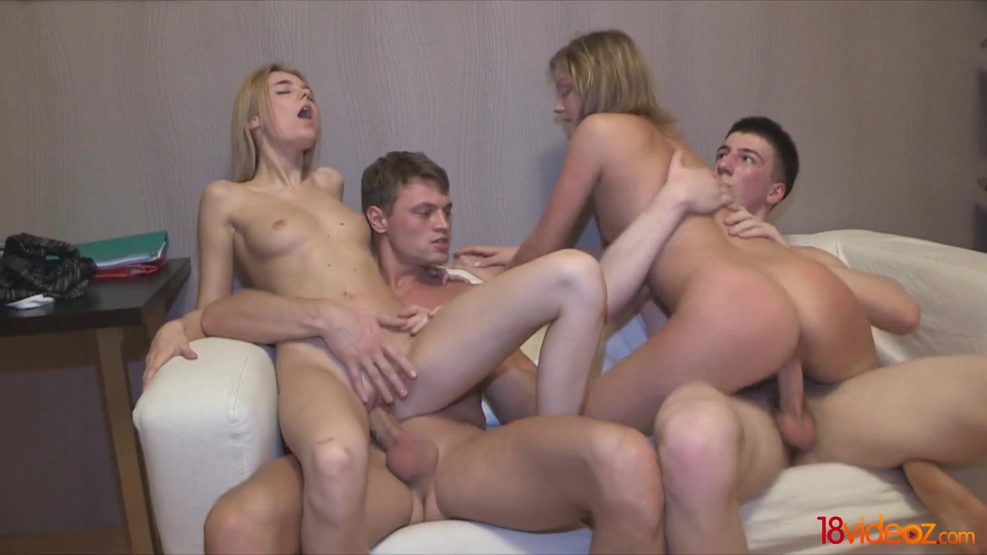 Жена кончает на групповом сексе