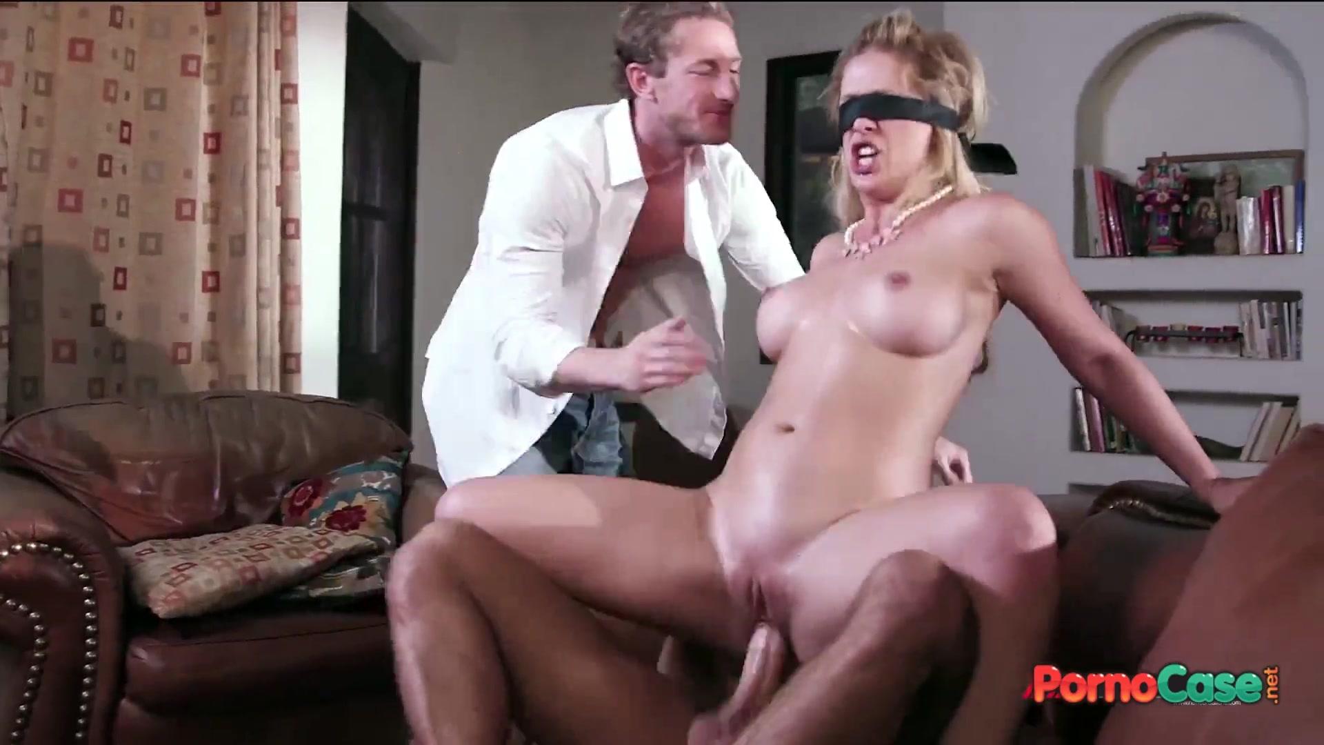 глаза завязал порно ебет жене ее смотреть и вдвоем муж