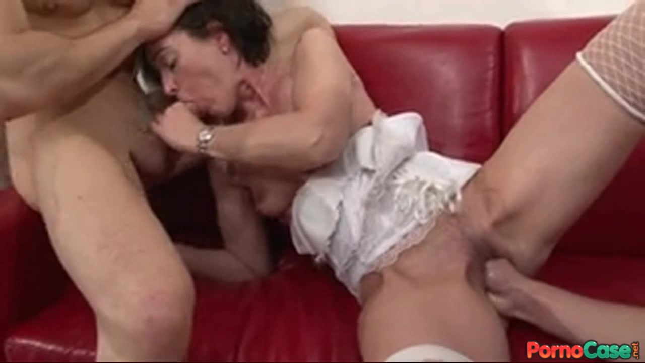 telesnie-otebali-staruyu-v-zhopu-seks