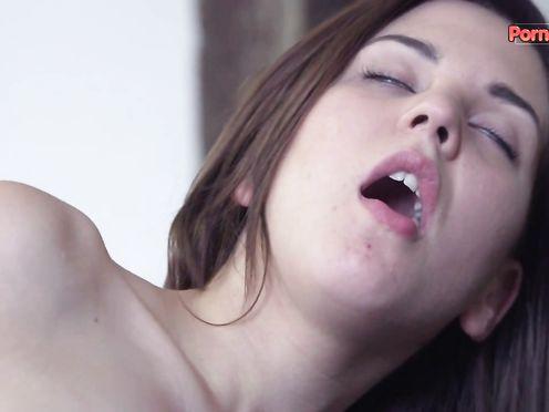 Широко раскрытое влагалище от мастурбации фаллосом