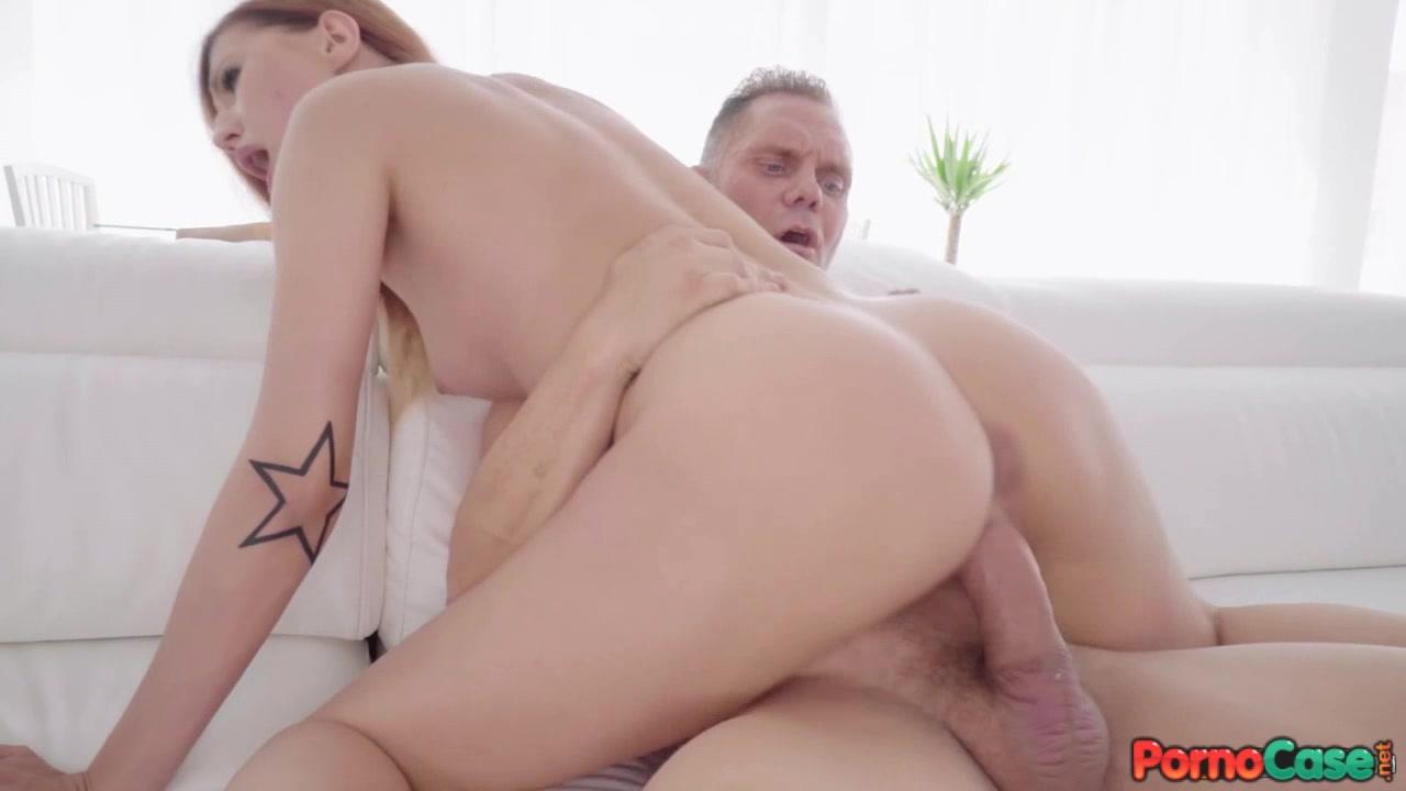 Секс кончают ей в киску