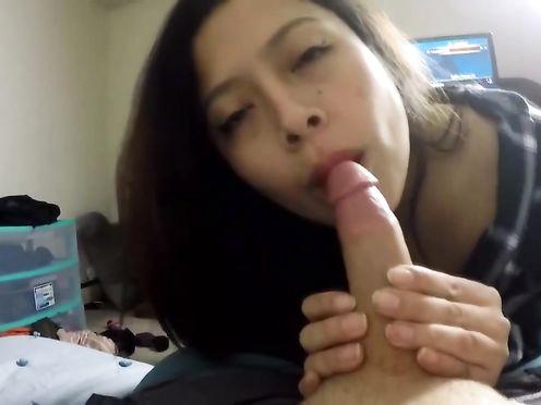 Тинейжеры занимаются сексом дома на веб камеру