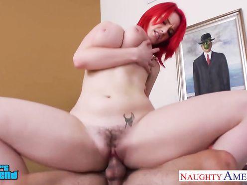 Рыжую проститутку ебут в жопу и дают на клык