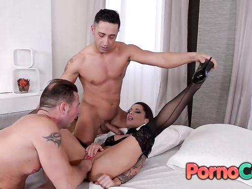 Бесплатно онлайн порно фетиш двух мужиков и бабы