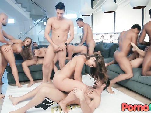 Групповой порно беспредел снятый в HD качестве