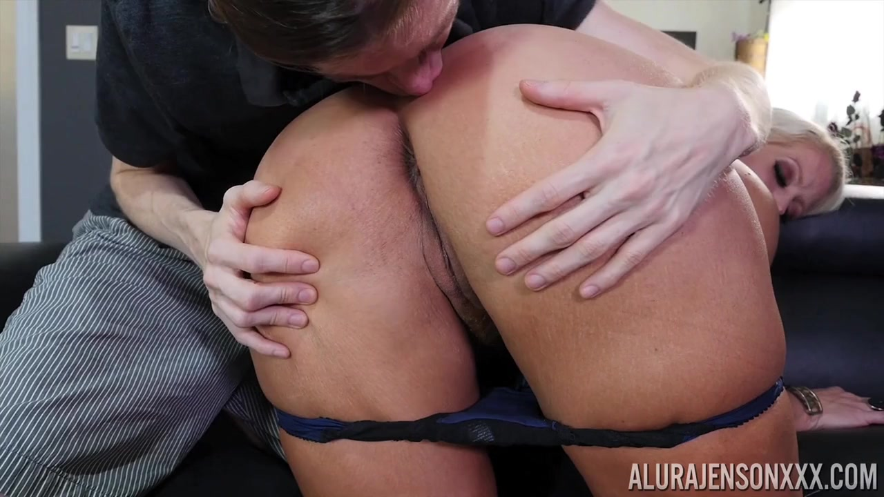 Секс порно сын лижет жопу у матери
