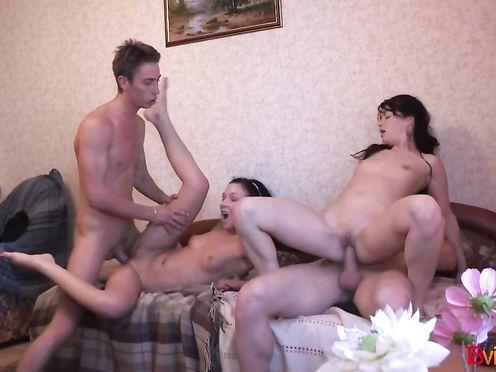 porno-film-zvuki-lyubvi-smotret-onlayn-risovalshitsi-i-naturshik-video