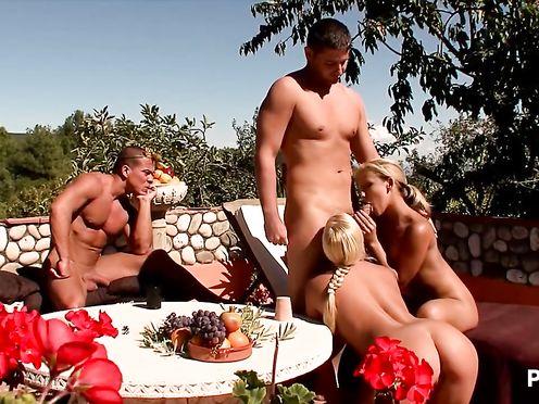 Групповой порно косплей в древнегреческом стиле