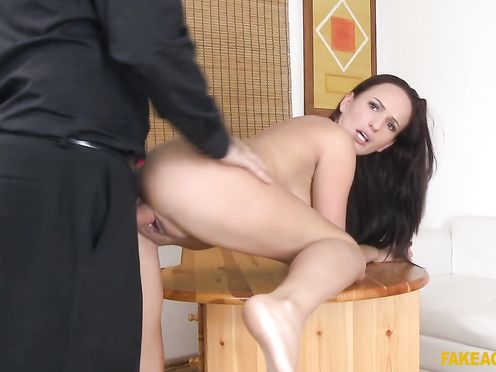 Тина проходит кастинг для съёмки в русской порнухе