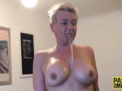 Жуткое порно женщину жестко выебли и залили спермой лицо