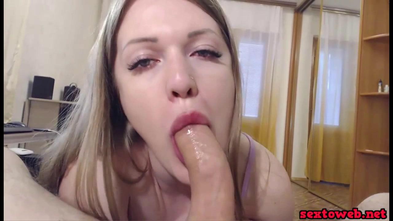 Смачно сосет мужу пенис
