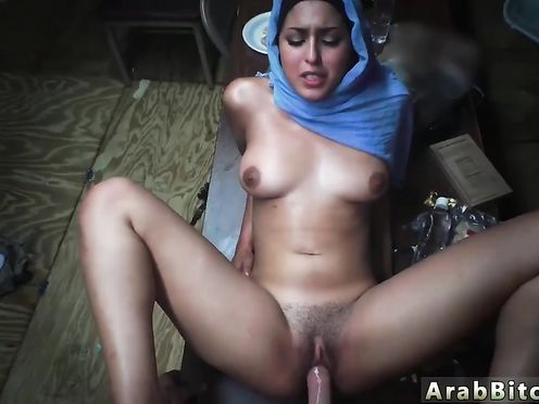 Мусульманка шпилится со своим любовником в палатке, пока муж отошел
