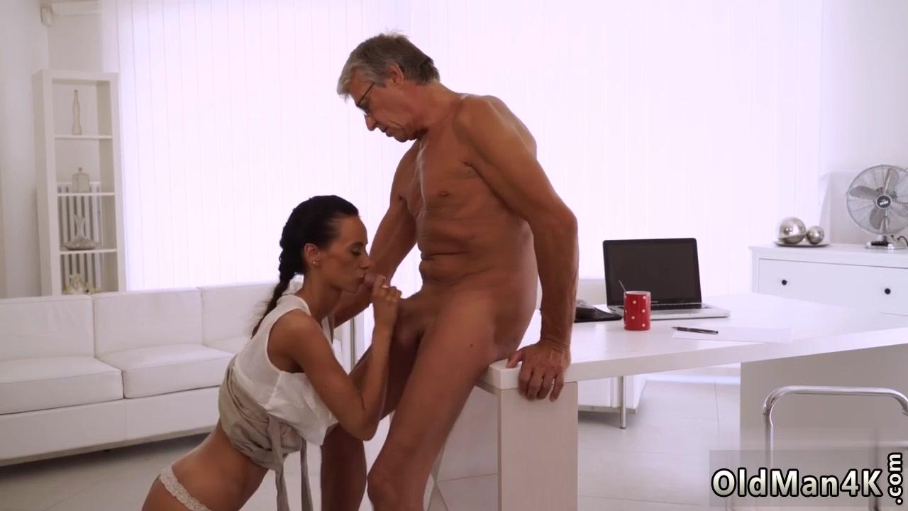 Старый дед ебет молоденькую внучку порно видео