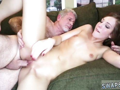 Рыжая внучка взяла хуй в рот у дедушки, а потом вставила себе в дырку