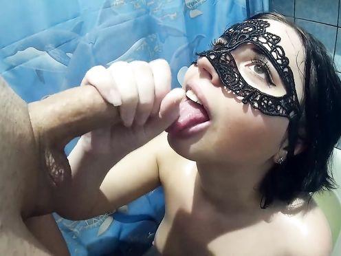 Русское домашнее порно где жена сосёт елду у мужа