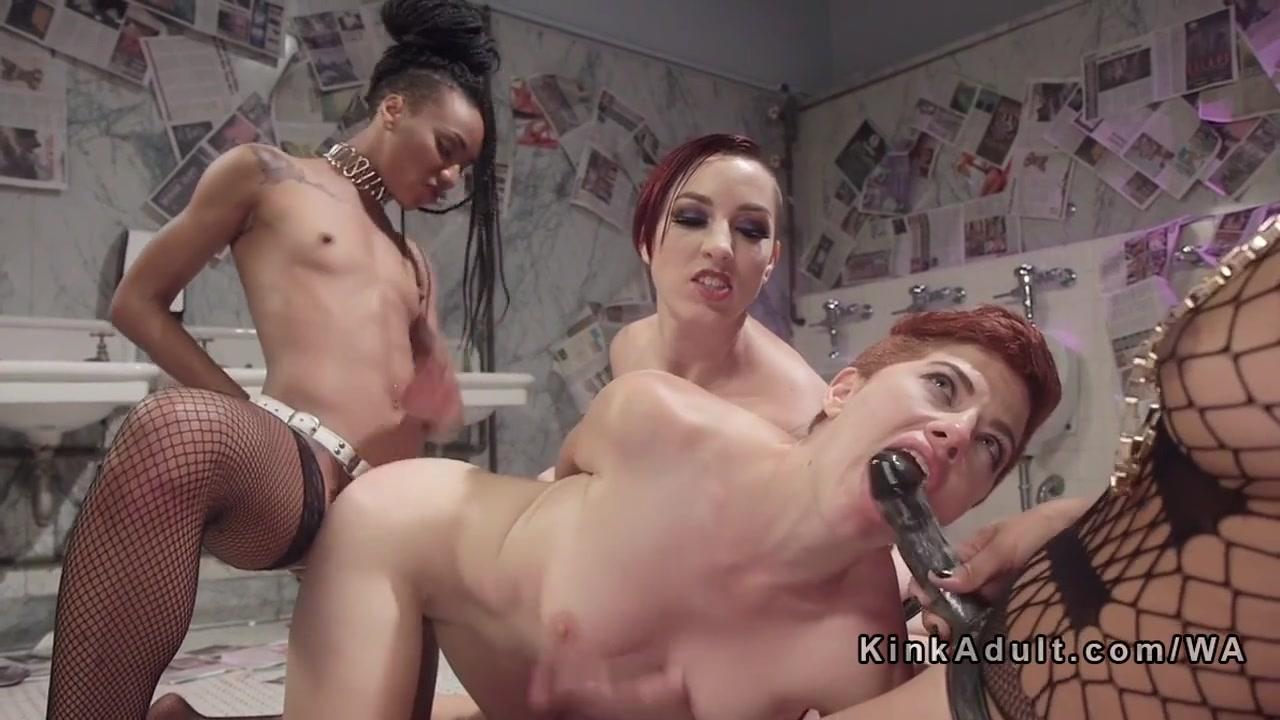 lesbiyanki-svyazali-podrugu