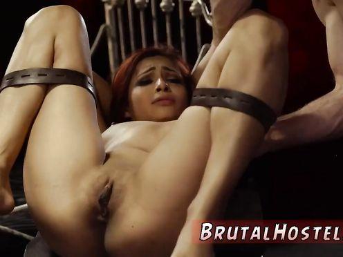Порно бдсм в кандалах в комнате пыток для девушек