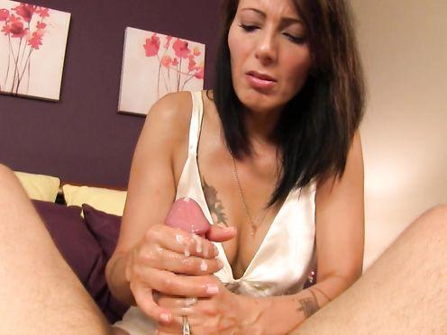 Жена удовлетворяет мужа с помощью горячего хенджоба
