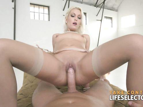Умелый ловелас долбит шлюшку во все дырки и снимает порно от первого лица