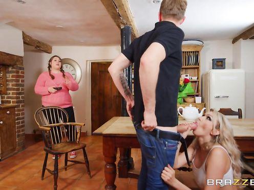 Блондинка продавщица быстро отбила парня у толстухи жены
