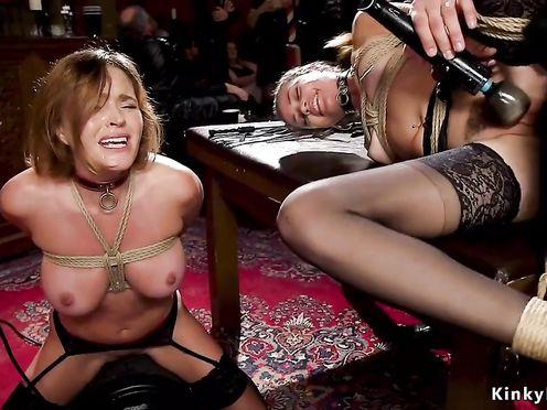 Лесбиянки толпой устроили БДСМ-шоу в богатом особняке