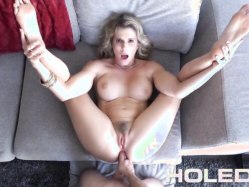 Зрелка насмотрелась порно видео и дала мужу в жопу